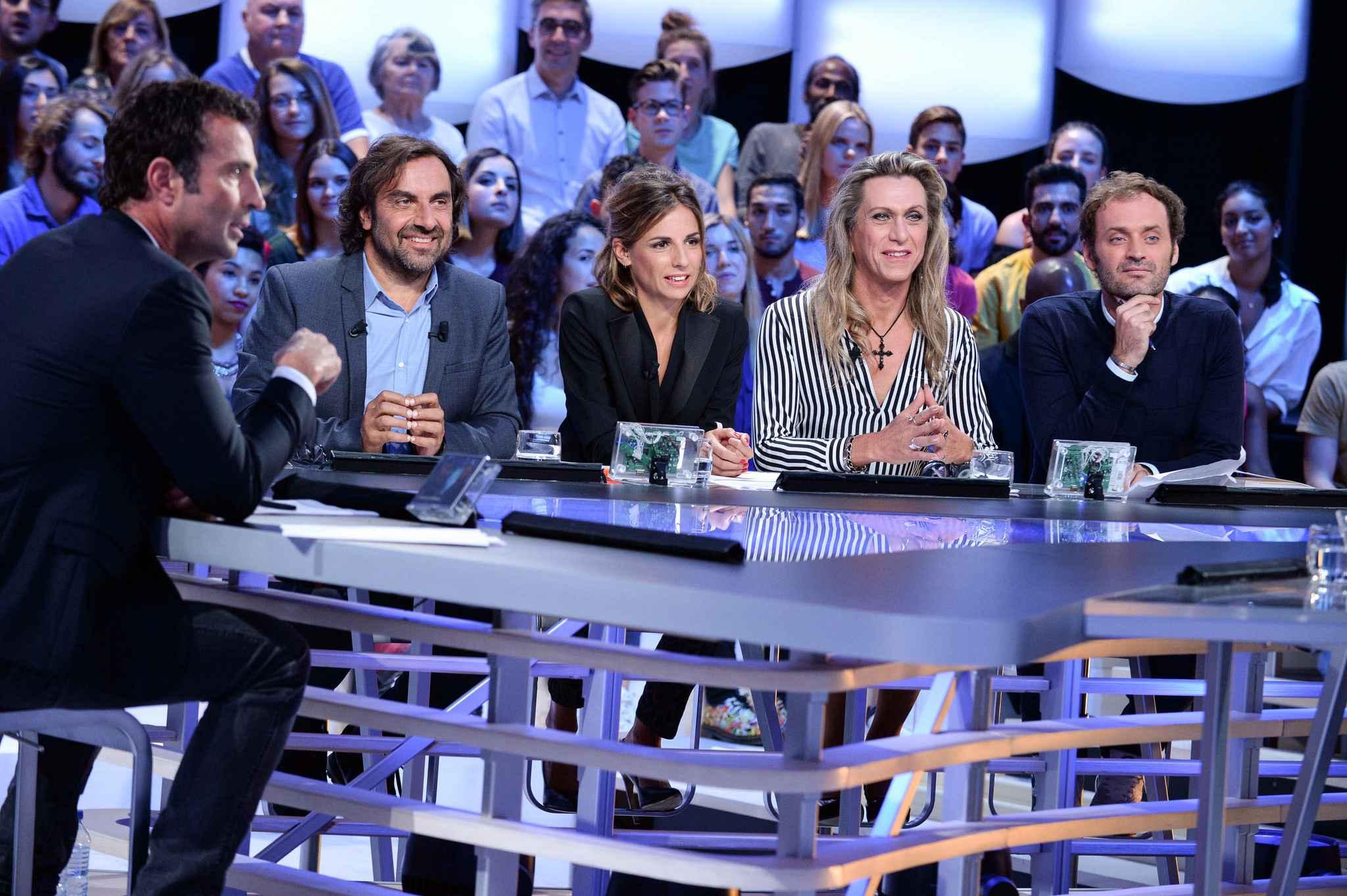 Canal+ met fin au Grand journal et le remplace par… des films