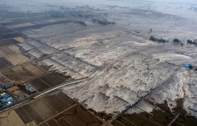 Le tsunami engloutit Sendai le 11 mars 2011.