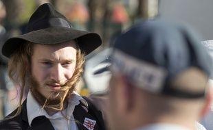 Des juifs ultra-orthodoxes, se revendiquant d'extrême droite, manifestent face à la police israélienne le 31 juillet dernier.