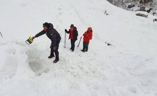 Des secouristes à la recherche de sept randonneurs portés disparus en janvier 2020 sur l'Annapurna (Népal).