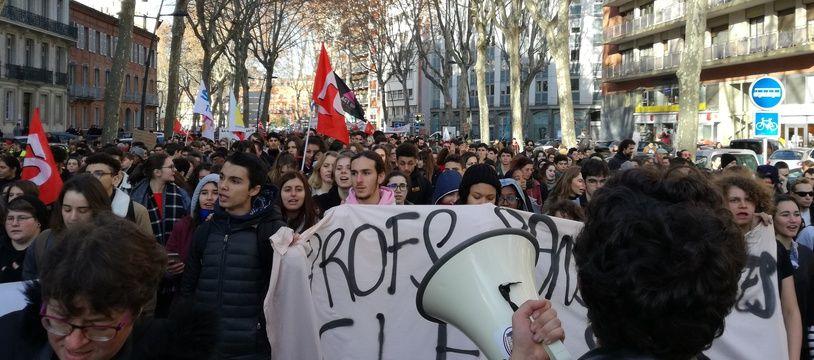 La manifestation des lycéens et enseignants, le 11 décembre 2018, à Toulouse.