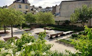 Le 13 mai 2015 dans le jardin public de la Cour des Senteurs à Versailles