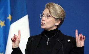 La ministre de l'Intérieur, Michèle Alliot-Marie, présente jeudi un plan destiné à lutter contre les braquages de petits commerces comme les buralistes ou les supérettes qui, en raison de leur forte augmentation, inquiètent les pouvoirs publics.