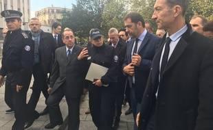 Christophe Castaner, entouré du préfet de police Michel Delpuech et du maire du 19e arrondissement, François Dagnaud