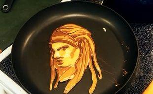 Avec des pancakes, il réalise des œuvres d'art