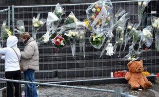 Une marche blanche sera organisée samedi à Liège, en Belgique, à la mémoire des victimes de la fusillade qui a fait mardi cinq morts et plus de 120 blessés, mais la proximité d'un des organisateurs avec l'extrême droite crée la polémique.