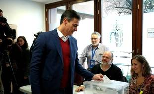 Le Premier ministre Pedro Sanchez a voté à Pozuelo de Alarcon, en Espagne dimanche 10 novembre 2019, lors des quatrième élections législatives en quatre ans.