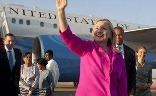 """Hillary Clinton est arrivée mercredi en Birmanie pour la première visite d'un secrétaire d'Etat américain depuis 50 ans, avec l'espoir d'encourager """"un mouvement pour le changement"""" dans l'un des pays les plus isolés de la planète."""