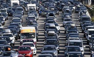 De nombreux automobilistes sont attendus sur les routes ce week-end.