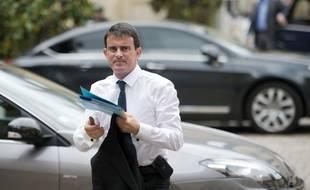 Le Premier Ministre Manuel Valls condamne lui aussi les violences survenues à Sarcelles dimanche soir. AFP PHOTO / MARTIN BUREAU