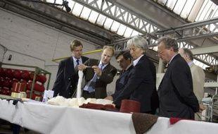 Christine Lagarde et François Fillon visitent une filature textile à Tourcoing.