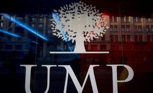 """L'UMP, en quête de """"plus de transparence"""" et de """"démocratie"""", acte l'organisation d'une primaire ouverte au centre en 2016"""