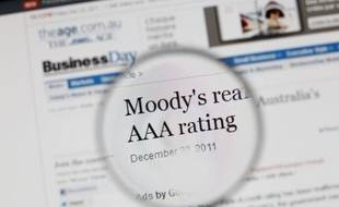 """L'agence d'évaluation Moody's a privé lundi à son tour la France de la note financière d'excellence Aaa, dix mois après Standard and Poor's, une sanction aussitôt prise par le gouvernement comme une incitation à appliquer """"rapidement"""" ses réformes."""