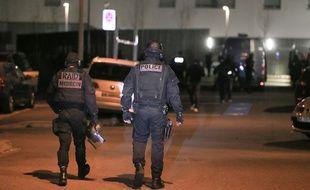 Strasbourg le 16 novembre 2015. Le Raid et la BRI sont intervenus  dans un immeuble, à Strasbourg-Neudorf.  Abdeslam Salah y aurait été aperçu. Fausse piste.
