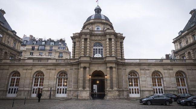 Le Haut Fonctionnaire Du Senat Soupconne D Espionnage Suspendu De