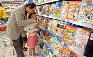 Une famille au supermarché. Illustration.