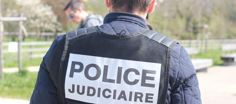Illustration d'agents de la police judiciaire.
