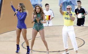 Jennifer Lopez et Pitbull chantent à la Cérémonie d'ouverture de la Coupe du monde, le 13 juin 2014.