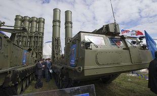 Le système de défense antiaérienne S-300 exposé près de Moscou, en août 2013.