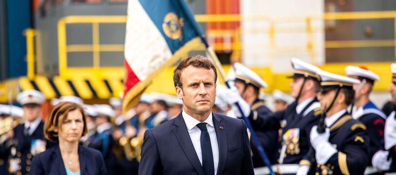 Emmanuel Macron et la ministre de la Défense Florence Parly, lors de l'inauguration du sous-marin d'attaque Suffren à Cherbourg le 12 juillet 2019.