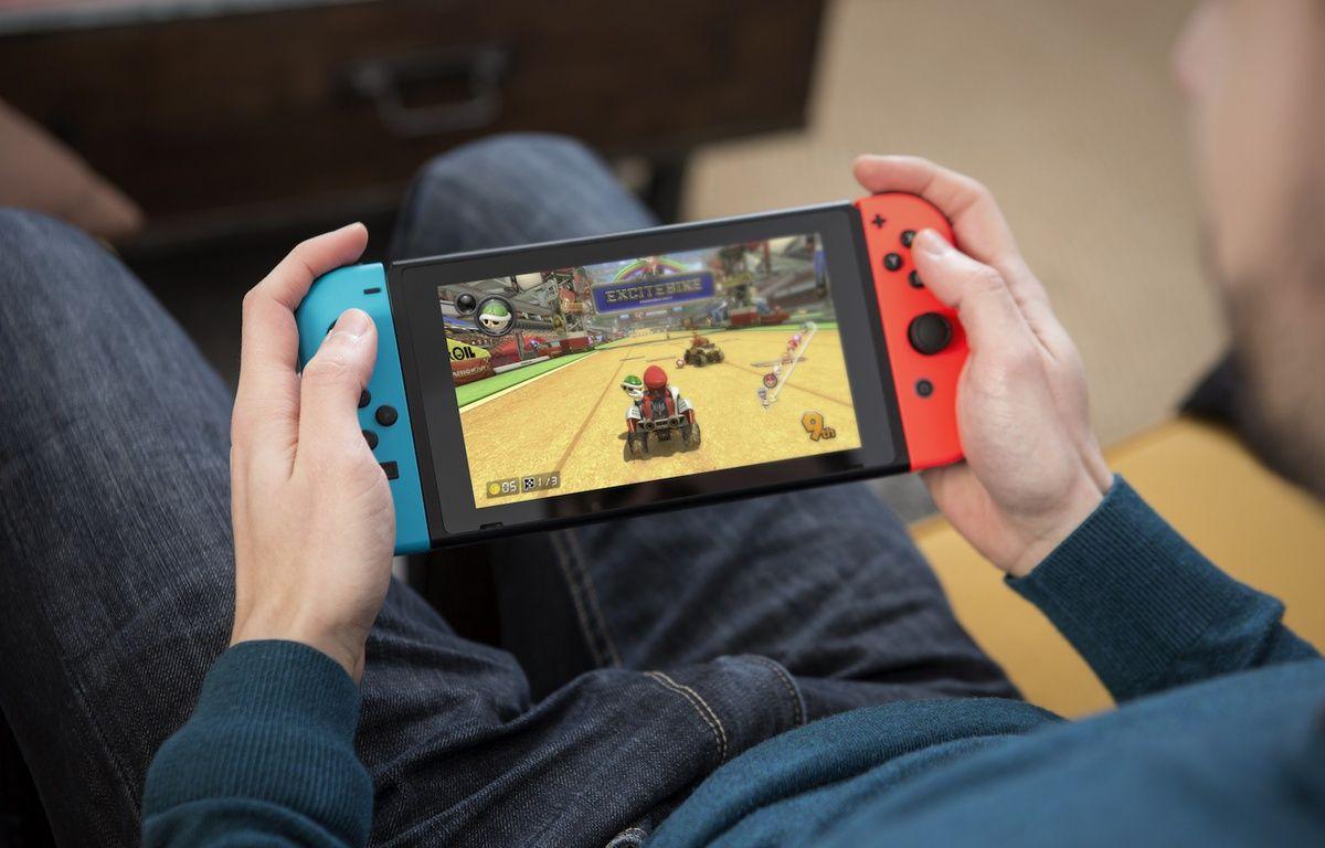 La nouvelle console Switch peut être emmenée n'importe où. Comptez environ 2h30 d'autonomie en jouant. – Nintendo