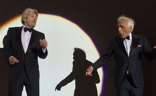 Alain Chabat et Gérard Darmon dansent la carioca sur la plage à Cannes pour les 25 ans de La Cité de la peur