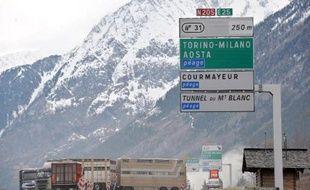 Les camions les plus polluants sont interdits de transit par le tunnel du Mont-Blanc mercredi afin de protéger les habitants de la vallée de Chamonix (Haute-Savoie), asphyxiés par des épisodes de pollution à répétition