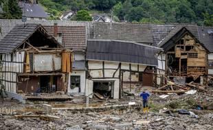 Schuld, en Allemagne, le jeudi 15 juillet 2021. Des dizaines de personnes sont portées disparues en Allemagne après que de fortes inondations ont transformé les ruisseaux et les rues en torrents déchaînés, emportant des voitures et provoquant l'effondrement de certains bâtiments.