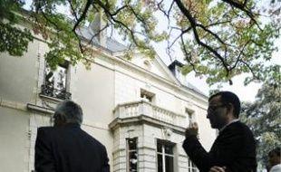 L'établissement se situe rue de Courson.