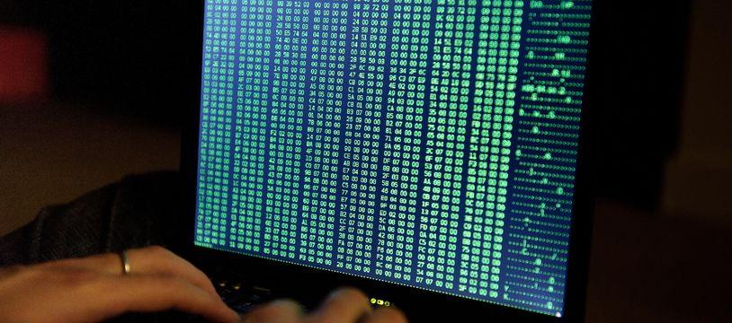 Photo d'illustration d'un hacker, pirate informatique.
