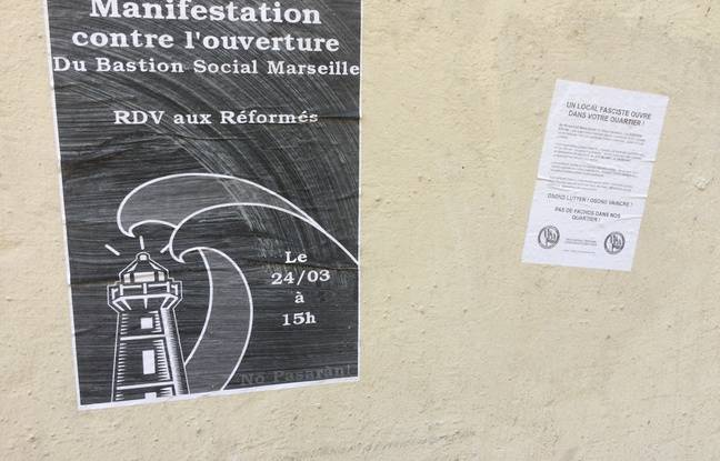 Des affiches annonçant la manifestation contre l'ouverture du « bastion social ».