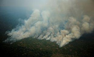 Vue aérienne d'un des incendies qui ravagent la forêt amazonienne, ici à Porto Velho, au Brésil.