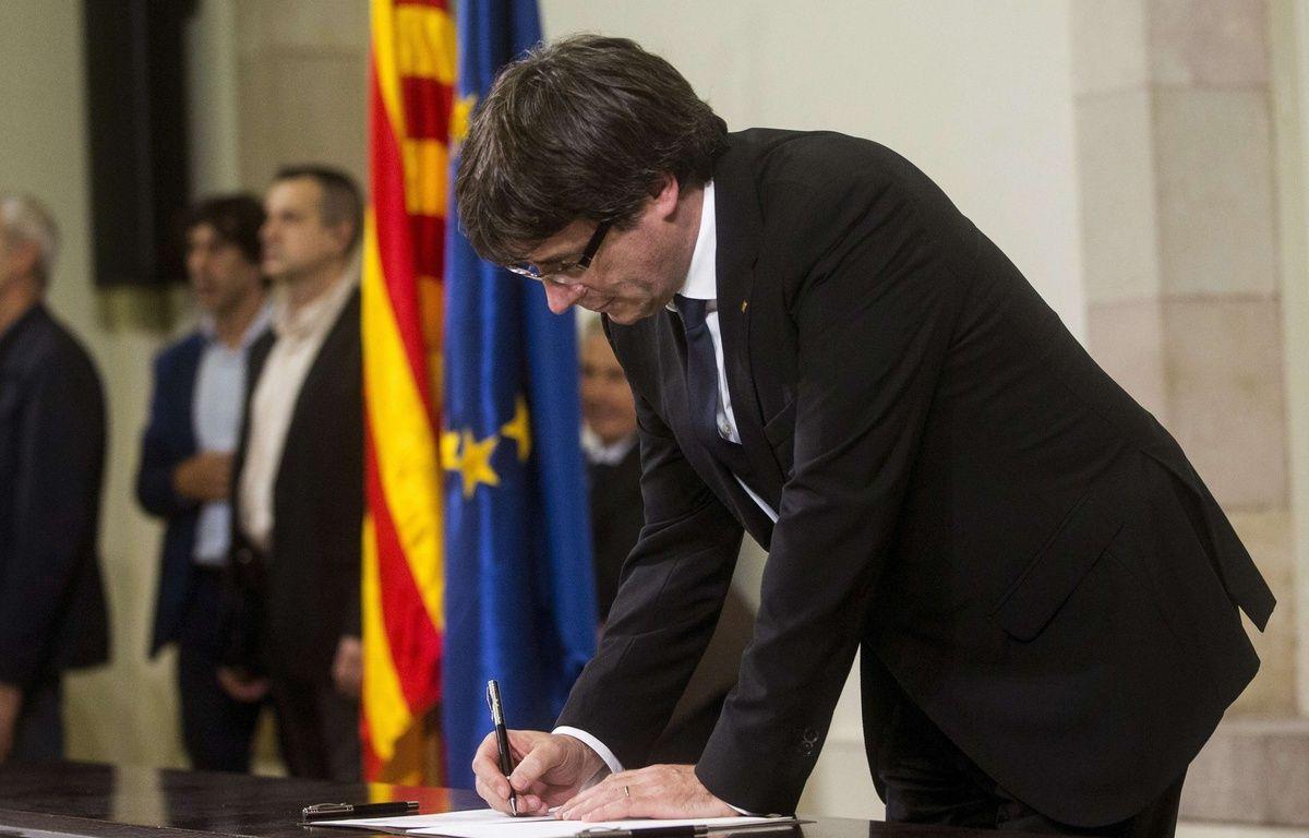 Le président de la Catalogne, Carles Puigdemont, a signé puis suspendu une déclaration d'indépendance le 10 octobre 2017. – Quique Garcia/EFE/SIPA