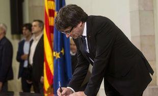 Le président de la Catalogne, Carles Puigdemont, a signé puis suspendu une déclaration d'indépendance le 10 octobre 2017.