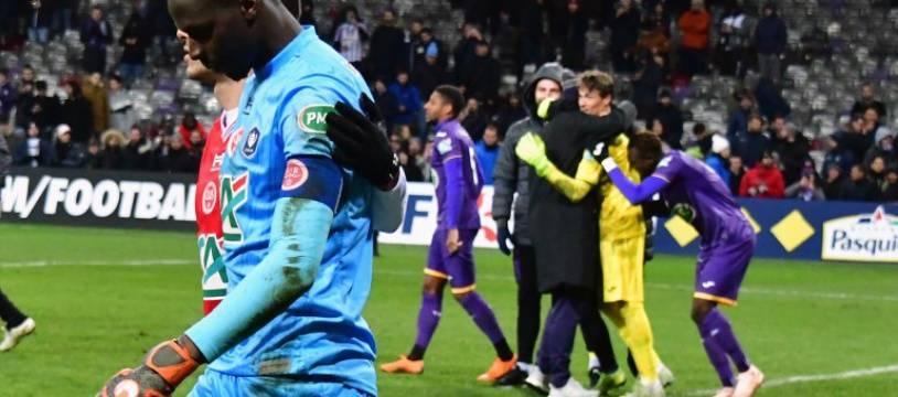 Reims et son gardien Edouard Mendy dépités, après la défaite aux tirs au but à Toulouse en 16es de finale de Coupe de France, le 22 janvier 2019 au Stadium de Toulouse.