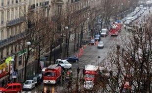 Un homme de 45 ans, objet d'une plainte pour harcèlement déposée par Me Catherine Gouet-Jenselme, se trouvait toujours en garde à vue vendredi après que le cabinet parisien de l'avocate eut été le destinataire d'un colis piégé qui a fait un mort et un blessé grave.