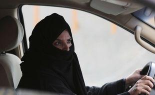 Illustration d'une femme conduisant en Arabie saoudite.