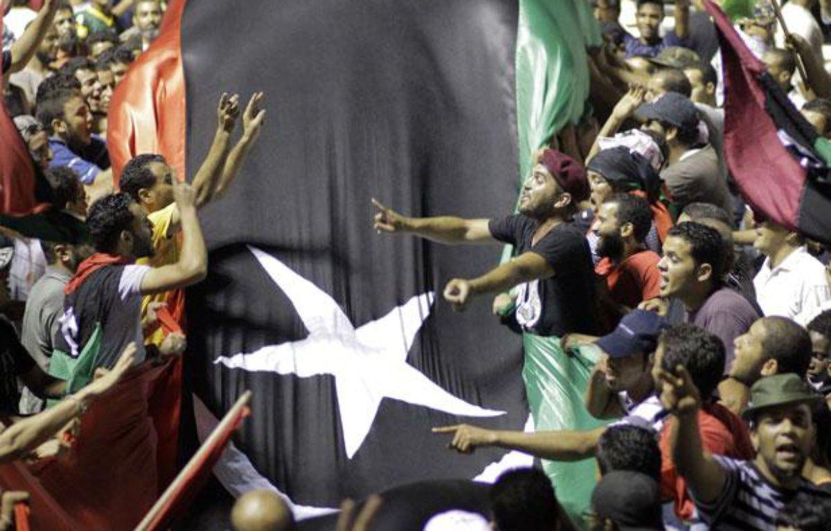 Des insurgés libyens envahissent le QG de Mouammar Kadhafi, le 23 août 2011, à Tripoli. – Sergey Ponomarev/AP/SIPA