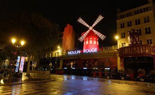 Le Moulin Rouge. National lockdown as part of the new COVID-19 mesures for the second wave of the coronavirus. Le confinement a Paris pour essayer de freiner la deuxième vague du coronavirus. Paris-FRANCE