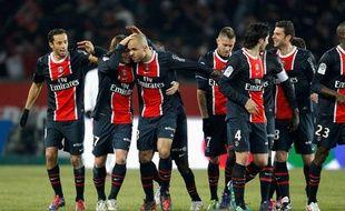 Les Parisiens se congratulent après avoir marqué au Parc des Princes contre MOntpellier le 19 février 2012.