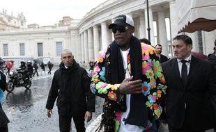 L'ancien basketteur Dennis Rodman se promène sur la place Saint-Pierre de Rome, le 13 mars 2013.