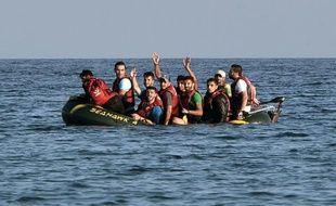 Des migrants syriens arrivent sur l'île grecque de Kos le 17 août 2015
