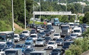 Illustration de bouchons sur l'autoroute A15 à proximité de Paris.