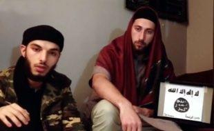 Adel Kermiche et Abdel Malik Petitjean (image issue de la vidéo où les deux hommes prêtent allégeance à Daesh).