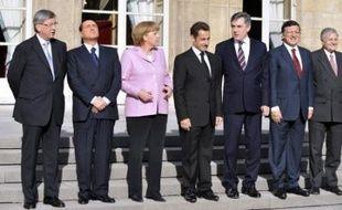 Les quatre membres européens du G8 ont pris l'engagement solennel de soutenir les établissements financiers européens en difficulté, a annoncé le président français Nicolas Sarkozy à l'issue d'un mini-sommet samedi à Paris.