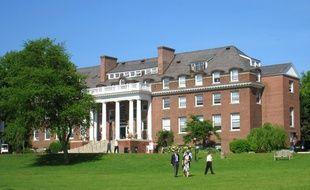 L'établissement, le Choate Rosemary Hall, situé à Wallingford, non loin de la prestigieuse université de Yale, fait partie de ces campus anglo-saxons fondés à la fin du XIXe siècle.