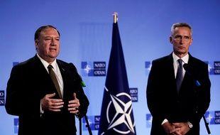 Le secrétaire d'Etat américain, Mike Pompeo (à gauche), avec le secrétaire général de l'OTAN Jens Stoltenberg, le 18 octobre 2019 à Bruxelles.