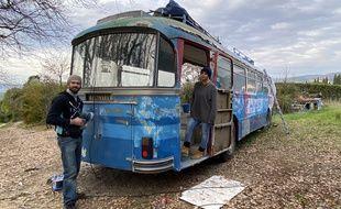 Le chef Sébastien Baudouin et Sandy Savary, à l'initiative du projet «Le Bus 24»