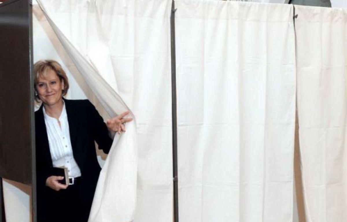 """L'ancienne ministre UMP Nadine Morano s'est défendue jeudi d'être raciste, citant à l'appui ses amis """"qui sont arabes"""" et notamment sa """"meilleure amie qui est tchadienne, donc plus noire qu'une arabe"""". – Jean-Christophe Verhaegen afp.com"""