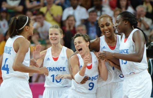 Les joueuses de l'équipe de France de basket après leur victoire contre l'Australie, le 30 juillet 2012 à Londres.